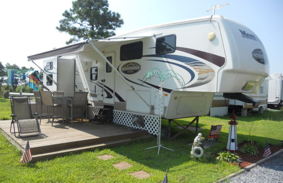 How To Build A Portable Deck For RV In 3 Simple Steps
